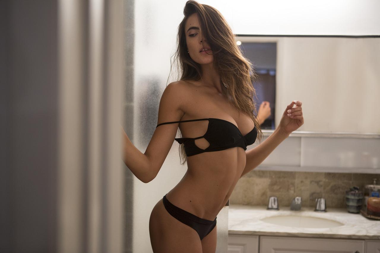 [Image: paloma-mariella2-topless.jpg]