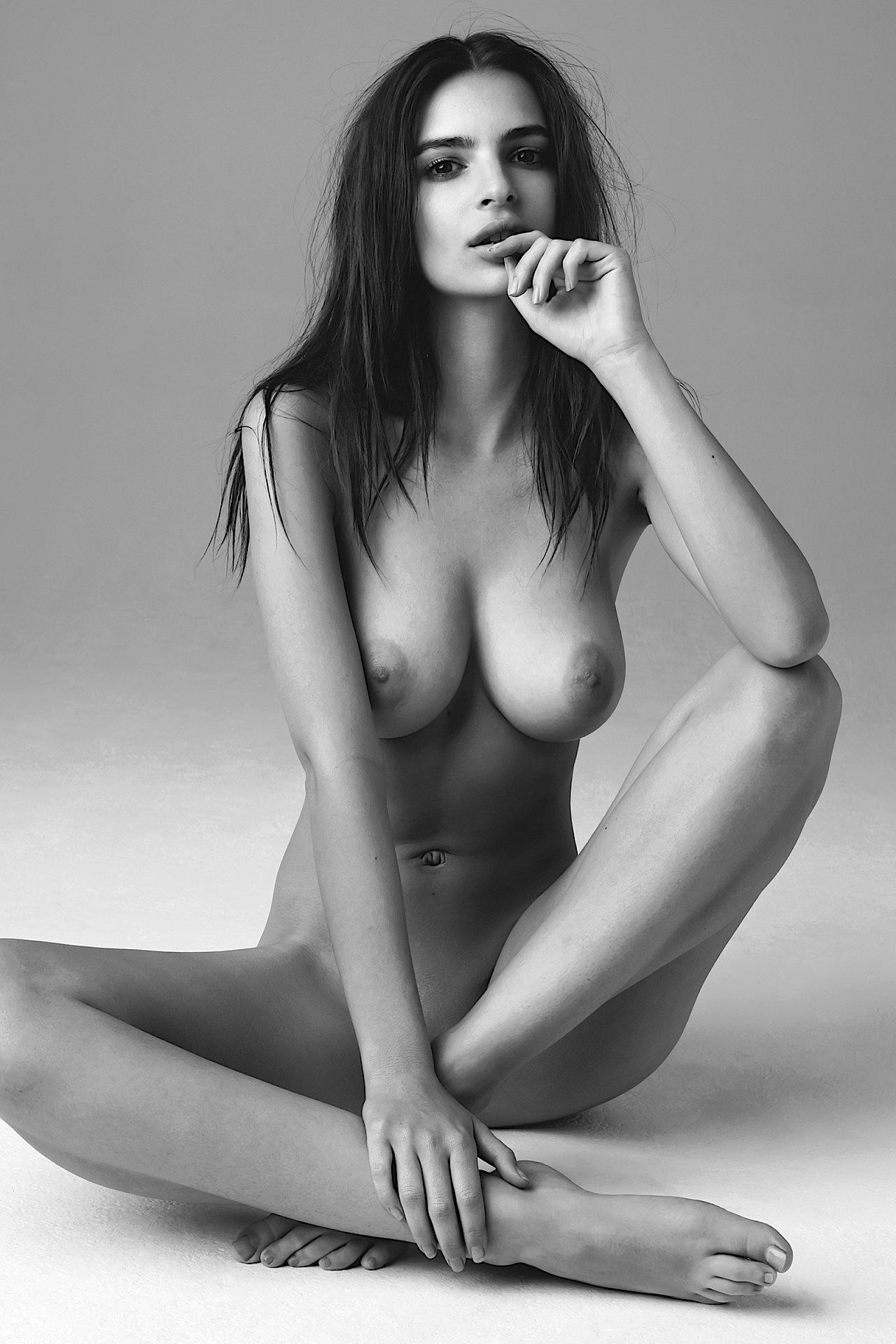 Sexy Emily Ratajkowski Topless | Hello Kisses